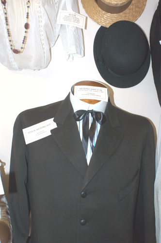 A wedding suit and hat in the museum